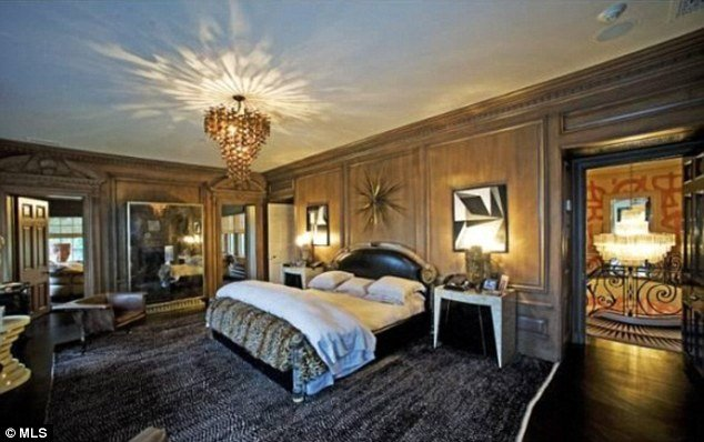 Jay-z and beyonce out bid by Tom ford mansion 6
