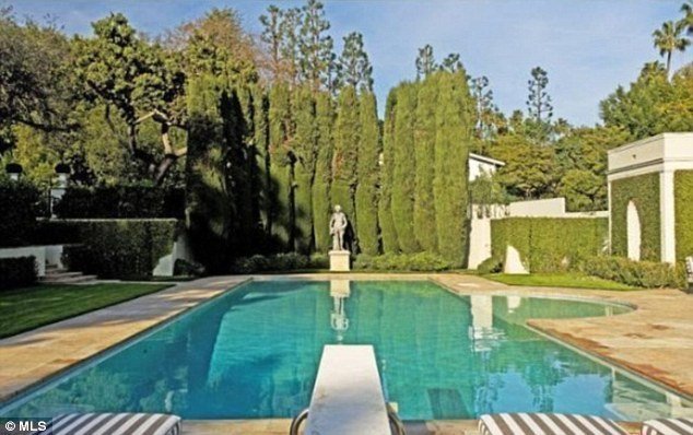 Jay-z and beyonce out bid by Tom ford mansion 9
