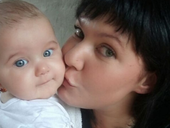 Chrisma Loudene Hüygen and daughter