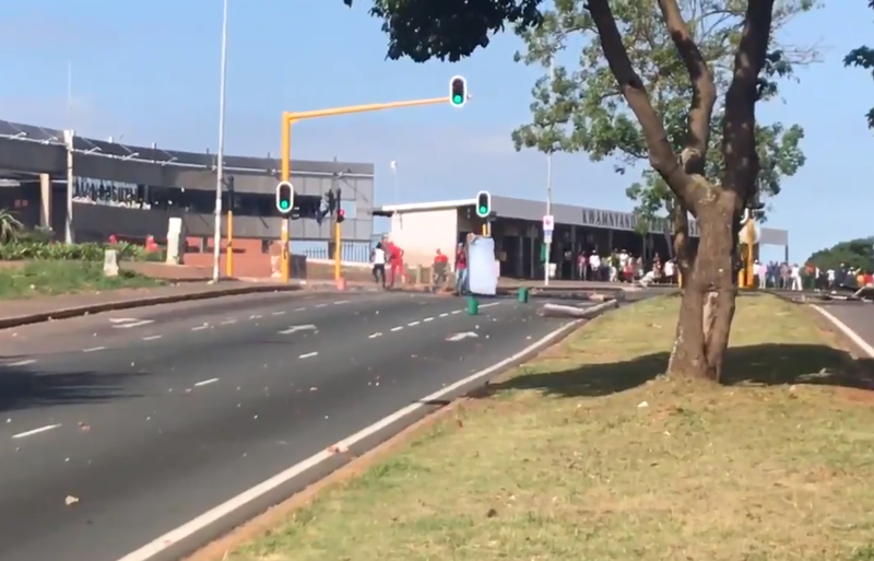 Protesting MUT students block Durban highway with fridges, burning tyres