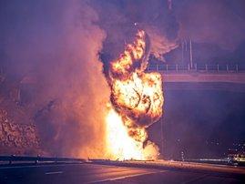 n2_truck_fire11_netcare_911.jpg