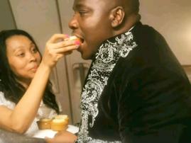 newly weds on flight eating cake
