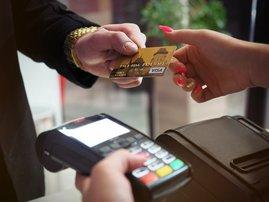 Customer paying using speedpoint machine