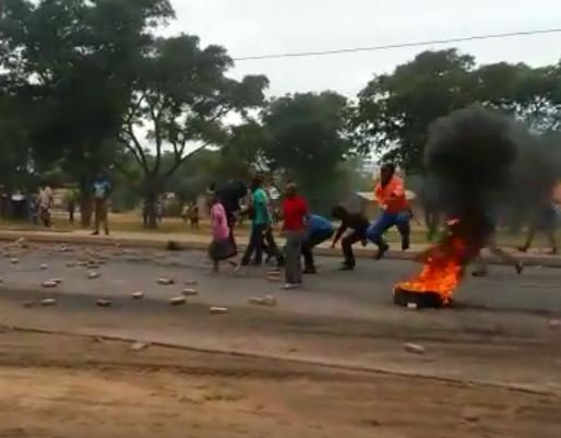 Modimolle protest burning tyre_video