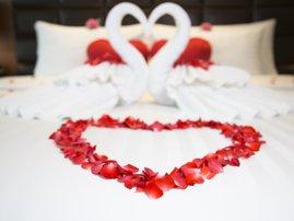 Valentine's Day bedroom decor ideas
