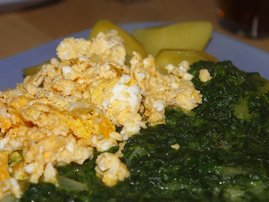 Scrampled eggs and spinach