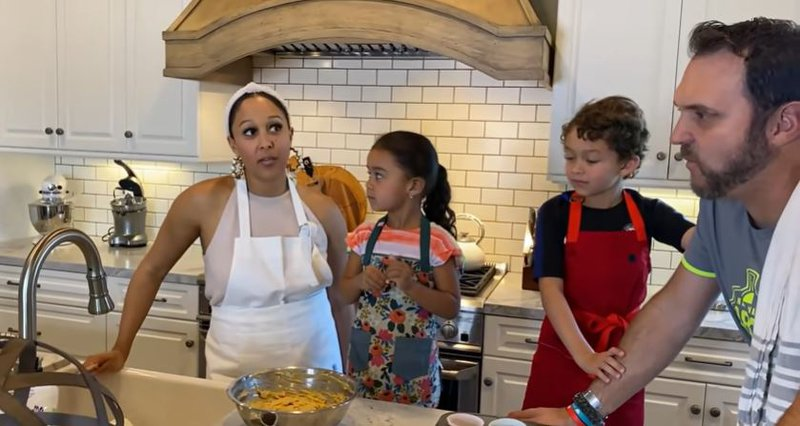 Tamera Mowry-Housley and family