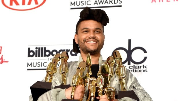The Weeknd dedicates his new hairstyle to ex-wrestler