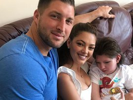 Demi-Leigh Nel-Peters Tim Tebow Franje