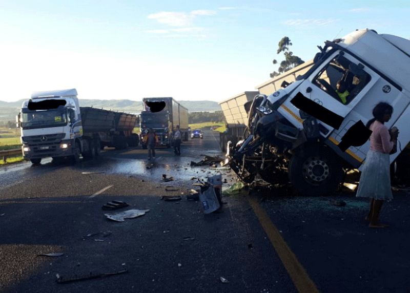 PHOTOS: Two injured in N3 truck accident